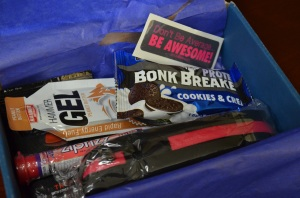A Stridebox full of goodies. Hammer Gel, Bonk Breaker, Zipfizz, Paper Shower, a waist pouch ...